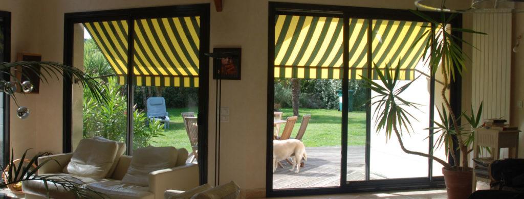 Stores de fenêtre projection Kia & Taha - Vue intérieure