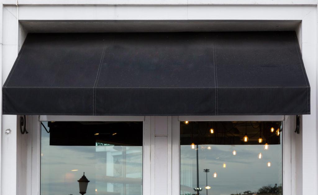 pourquoi installer un store de fenêtre